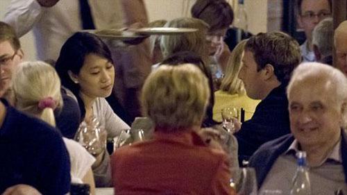 """Bữa trưa trăng mật gây """"sốc"""" của tỷ phú Facebook - 1"""
