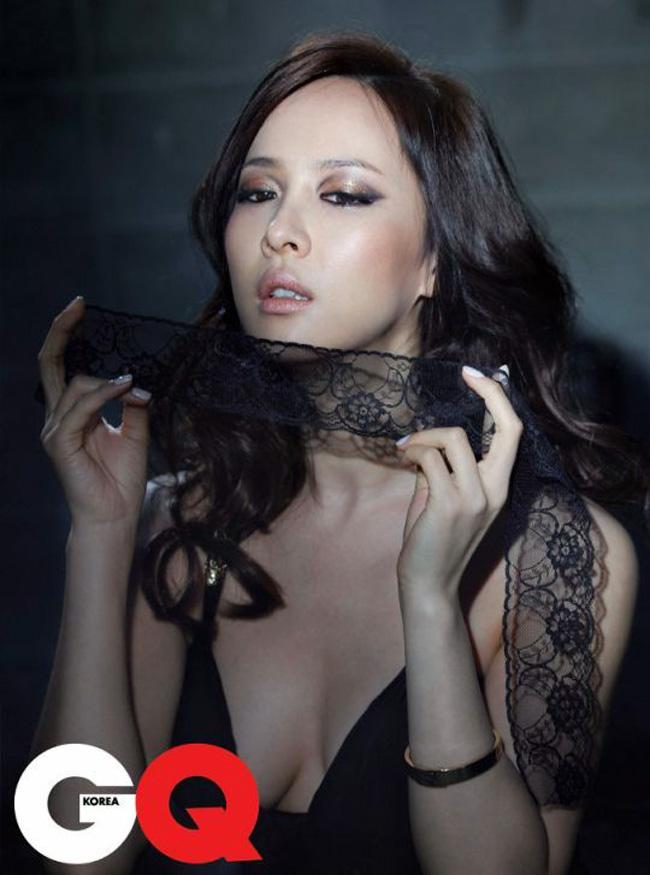 Jo Yeo Jung tranh thủ thời gian thực hiện bộ ảnh cho tạp chí đàn ông GQ.