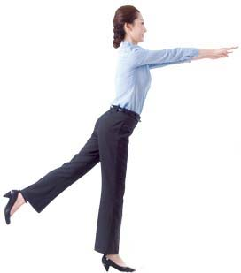 4 động tác giảm béo bụng cho nữ công sở - 1