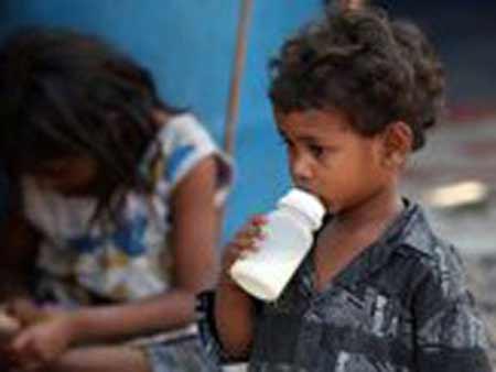 Kinh hoàng lấy nước cống... pha sữa cho khách - 1