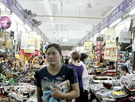 Hàng Việt bị đánh bật khỏi chợ Đồng Xuân - 1