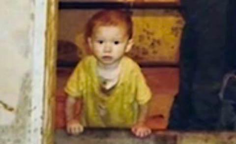 """Nga: Cậu bé 2 tuổi bị """"giam"""" trong chuồng dê - 1"""