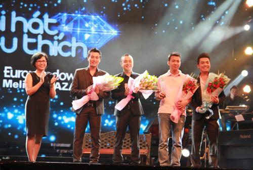 Thanh Lam bất ngờ bị ba trai lạ vượt mặt - 1