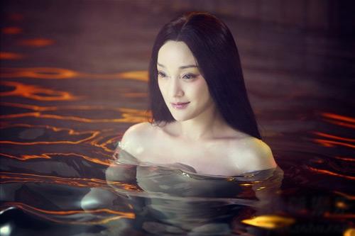 Châu Tấn lột da dưới nước - 1
