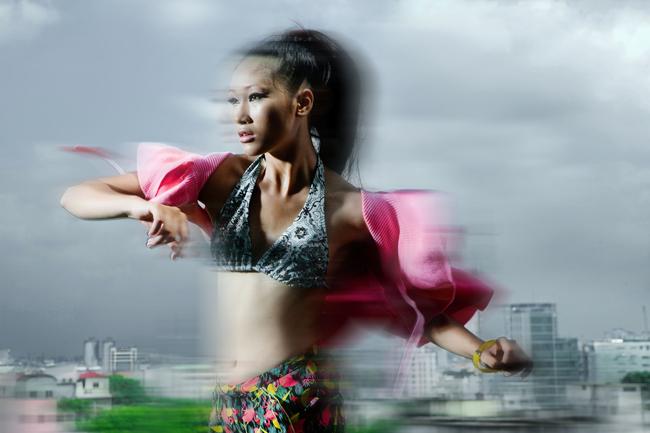 Huyền Trang xuất hiện với hình ảnh khỏe khoắn và gợi cảm