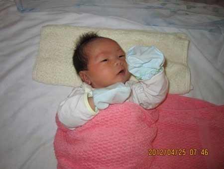 Em bé đầu tiên ra đời từ kỹ thuật đông phôi - 1