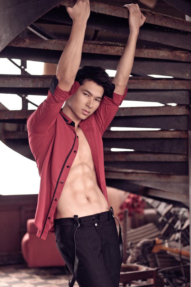 Lần đầu tiên tham dự cuộc thi Siêu mẫu 2012, Võ Văn Nam cho biết anh cảm thấy rất áp lực