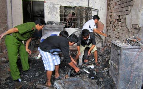Cháy tiệm vàng: Cả nhà chết do khí độc - 1