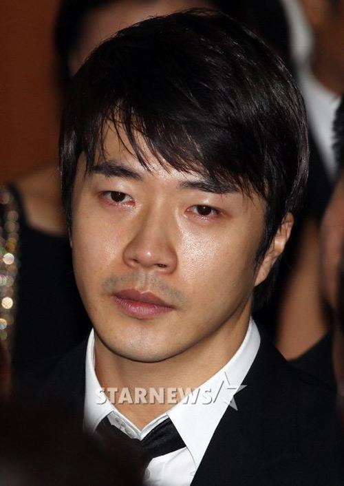 Kwon Sang Woo tới viếng fan - 1