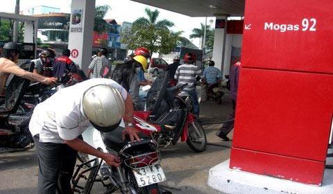 Cơ chế điều hành giá xăng: Mỗi bộ một ý - 1