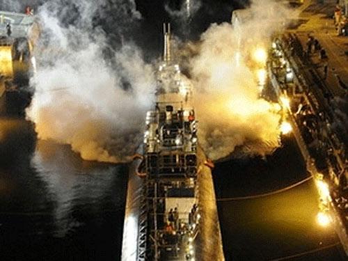 Tiết lộ nguyên nhân cháy tàu ngầm hạt nhân Mỹ - 1