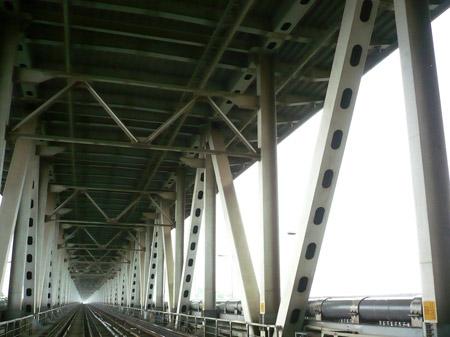 Dầm bị ngấm nước, cầu Thăng Long rung lắc - 1