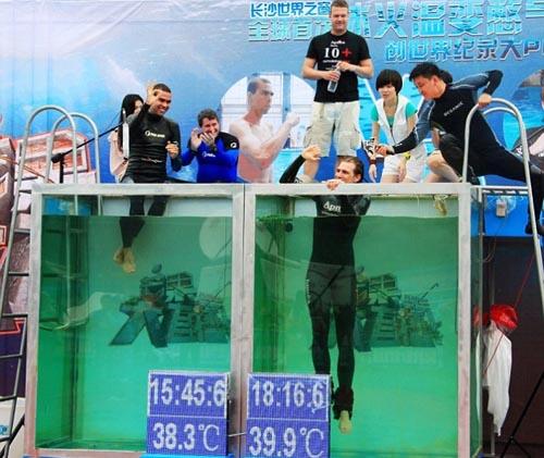 Nhịn thở dưới nước hơn 22 phút - 1