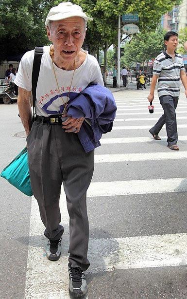 Cụ ông 83 tuổi 12 lần thi đại học - 1