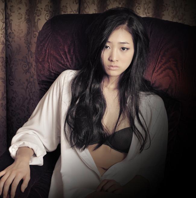 Nữ diễn viên Bae Noo Ri của bộ phim Mặt trăng ôm mặt trời cũng vừa hoàn thành bộ ảnh mới.