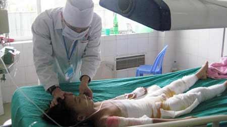 Thuốc nam chữa bỏng: Nhiều trẻ tử vong - 1