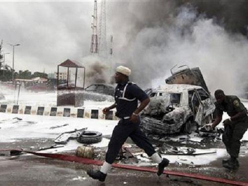 Đánh bom ở Nigeria, xác chết chất đầy 5 xe CS - 1