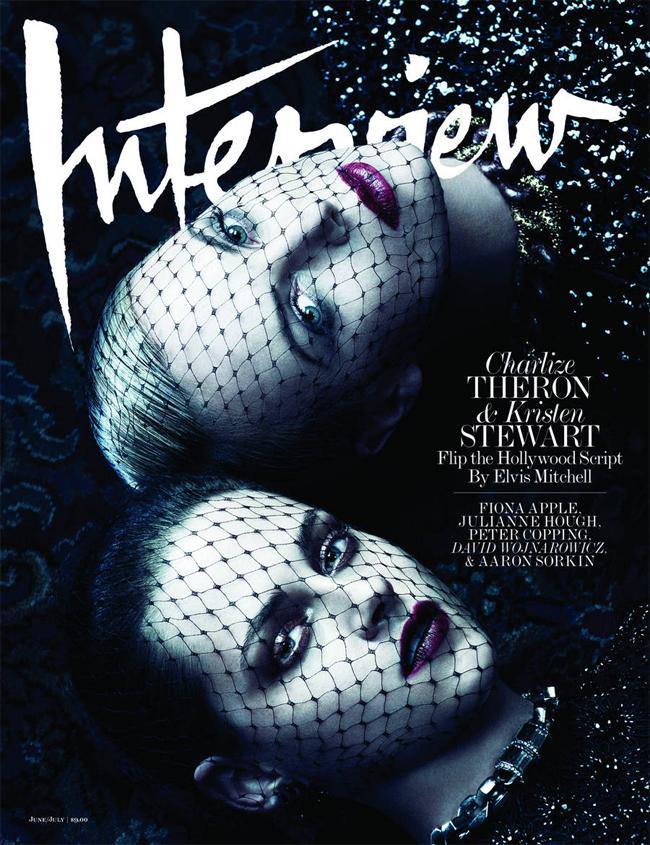 Từng đối đầu nhau trong bộ phim bom tấn Bạch Tuyết và thợ săn nhưng trên ấn bản số tháng 6 – 7 của tạp chí Interview, hai nữ diễn viên này lại có sự kết hợp vô cùng ăn ý