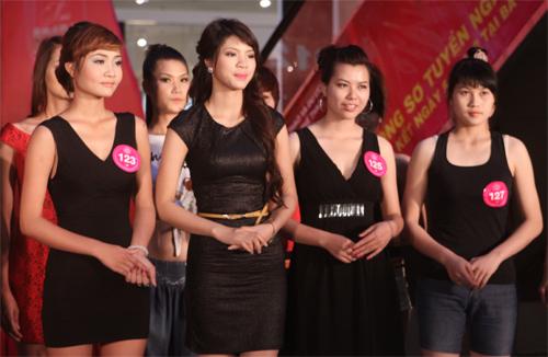 Miss Sport khoe chân dài eo thon - 1