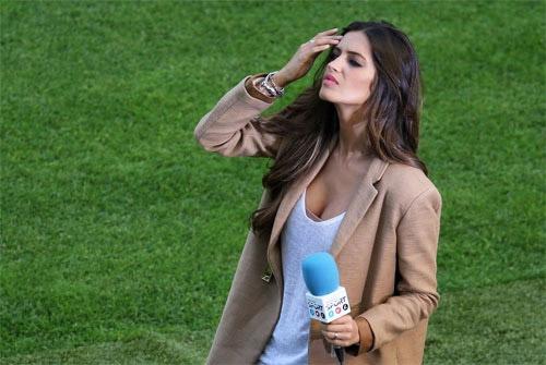 WAGs Tây Ban Nha rực sáng mặt sân, Italia áp đảo nơi khán đài - 1