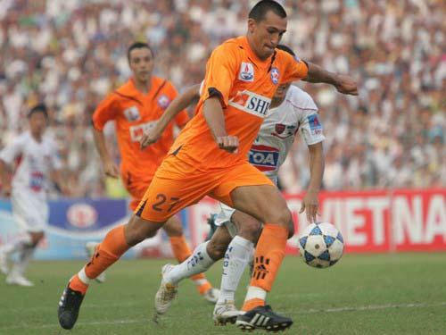 Đứt dây chằng, Gaston Merlo nghỉ hết V-League 2012 - 1