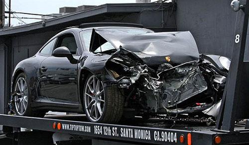 """""""Gái hư"""" Lohan đâm nát bét đầu Porsche - 1"""