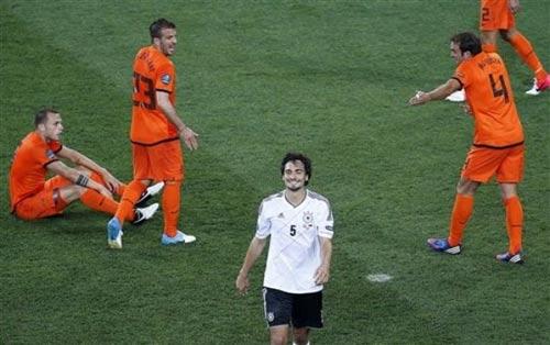 Hà Lan sắp về nước, thầy đổ lỗi trò - 1