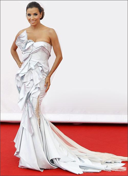 Eva Longoria tả tơi trên thảm đỏ - 1