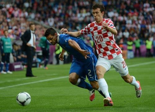 ĐT Italia & 3-5-2: Cần sự đổi thay? - 1