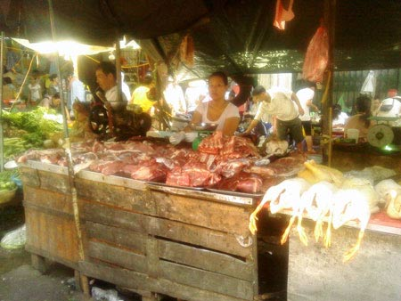 Thịt lợn 'rớt' giá thê thảm - 1