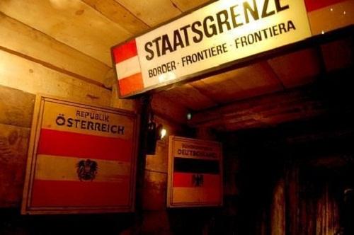 Những cửa khẩu biên giới kì lạ nhất - 1