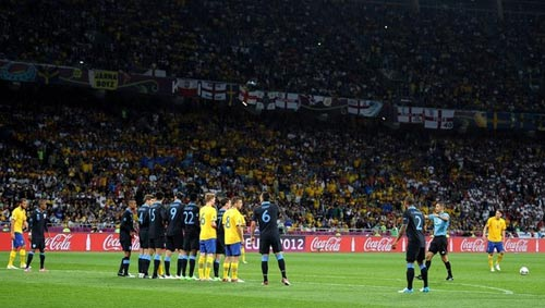 """Khóc cười với """"bình loạn viên"""" mùa EURO - 1"""