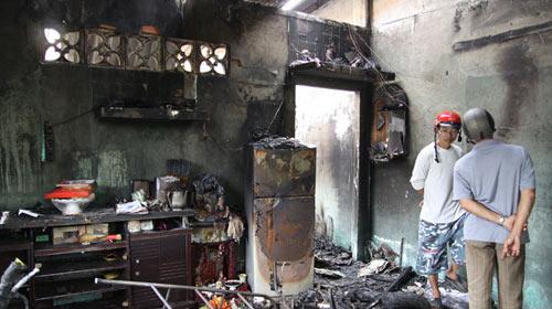 Cháy nhà giữa đêm, 3 người thương vong - 1