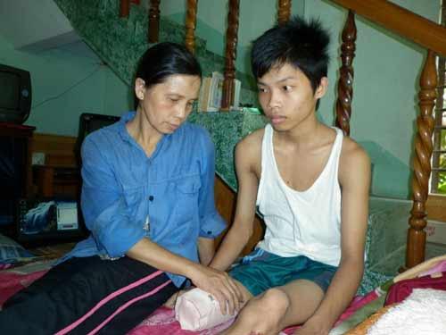 Học sinh mất chân oan: Kỷ luật 8 y bác sĩ - 1