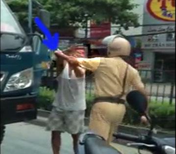 Vụ CSGT vụt tài xế: Xử lý người vi phạm - 1