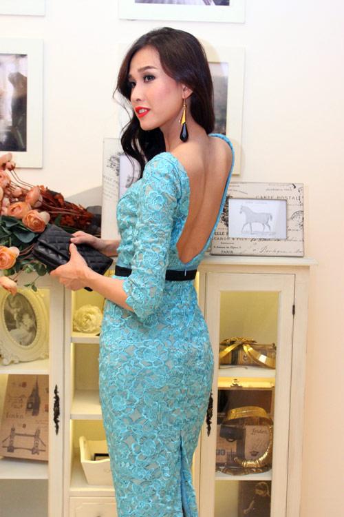 Dương Mỹ Linh nổi bật nhờ váy hở lưng - 1