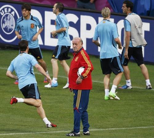 """Messi """"đặt cửa"""" Tây Ban Nha - 1"""