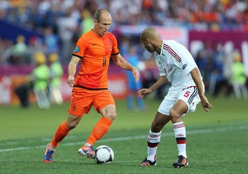 """Đồng đội """"vui"""" vì Robben đá trượt 11m - 1"""