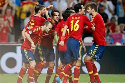 Bán kết Euro 2012: Tôn vinh bóng đá đẹp - 1