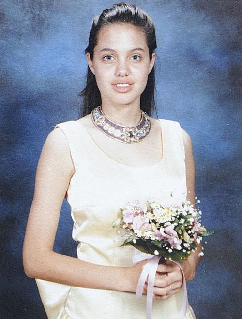 Lộ ảnh thời đi học của Angelina - 1