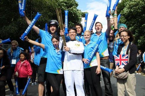 Lê Quang Liêm tham gia rước đuốc Olympic 2012 tại London - 1