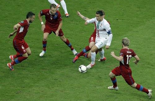 BĐN gặp TBN: Ronaldo và hơn thế... - 1