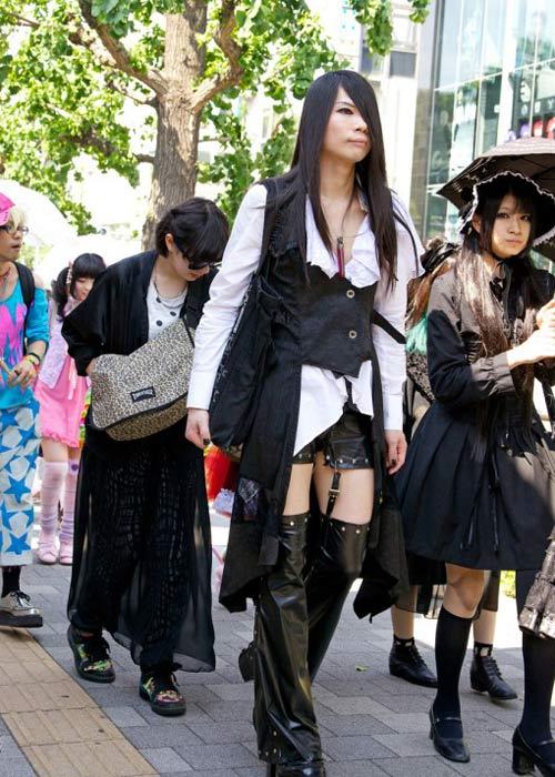 """Tín đồ Nhật dị biệt """"diễu hành"""" trên phố - 1"""