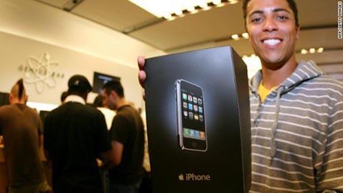 iPhone: Từ bị cười mỉa trở thành siêu bom tấn - 1