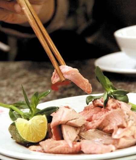Ăn thịt tái dễ mang bệnh - 1