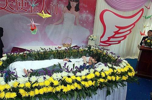 Cô gái tự tổ chức tang lễ cho mình - 1
