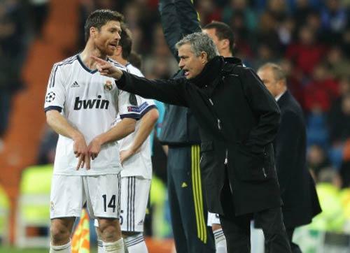 """Mourinho bác bỏ """"tẩy thẻ"""" - 1"""