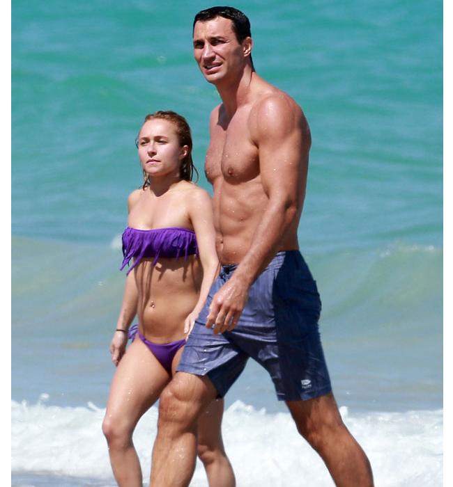 Bất chấp những cách biệt về mặt hình thể, cặp đôi Wladimir Klitschko – Hayden Panettiere vẫn dính tới nhau không rời. Mới đây họ đã cùng nhau có những khoảng thời gian ngọt ngào trên bãi biển Miami và sự kiện này càng củng cố cho nguồn tin cho rằng Hayden và Wladimir đã bí mật đính hôn. Thậm chí, cả hai còn đang lên kế hoạch cưới nhau trong thời gian ngắn tới, mà cụ thể là mùa hè này. Thông tin trên rò rỉ tới báo chí ngay sau khi cặp đôi này tay trong tay theo dõi một trận đấu bóng rổ ở Florida (Mỹ). Dường như Wladimir đã sẵn sàng công khai mối quan hệ với người đẹp khi quấn quít với Hayden. Bên cạnh đó dù Hayden chưa một lần đề cập tới chuyện phẫu thuật thẩm mỹ nhưng nhiều người cho rằng cô đã đi bơm ngực.