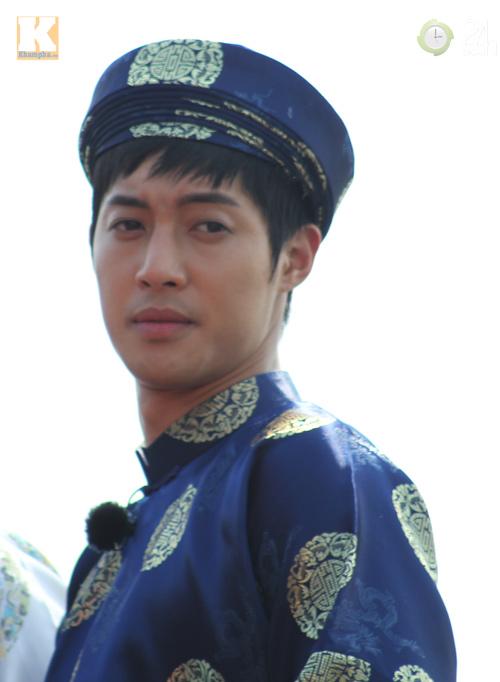Kim Hyun Joong mặc áo dài Việt Nam - 1