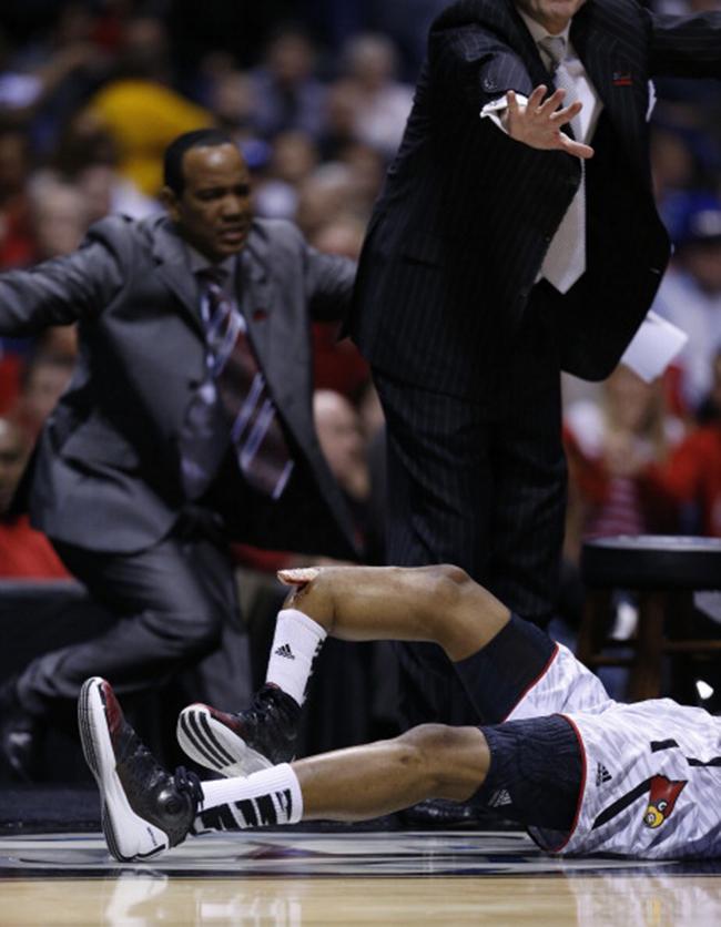 Vào ngày 31/3 vừa qua, cầu thủ của đội bóng rổ Louisville, Kevin Ware đã gãy đôi ống đồng khi tiếp đất sau khi nỗ lực cản phá cú ném của Thornton Tyler bên phía đội Duke. Khán giả và các cầu thủ hai đội đã thực sự bị sốc khi chứng kiến cảnh tượng hãi hùng ngay trên sân đấu.